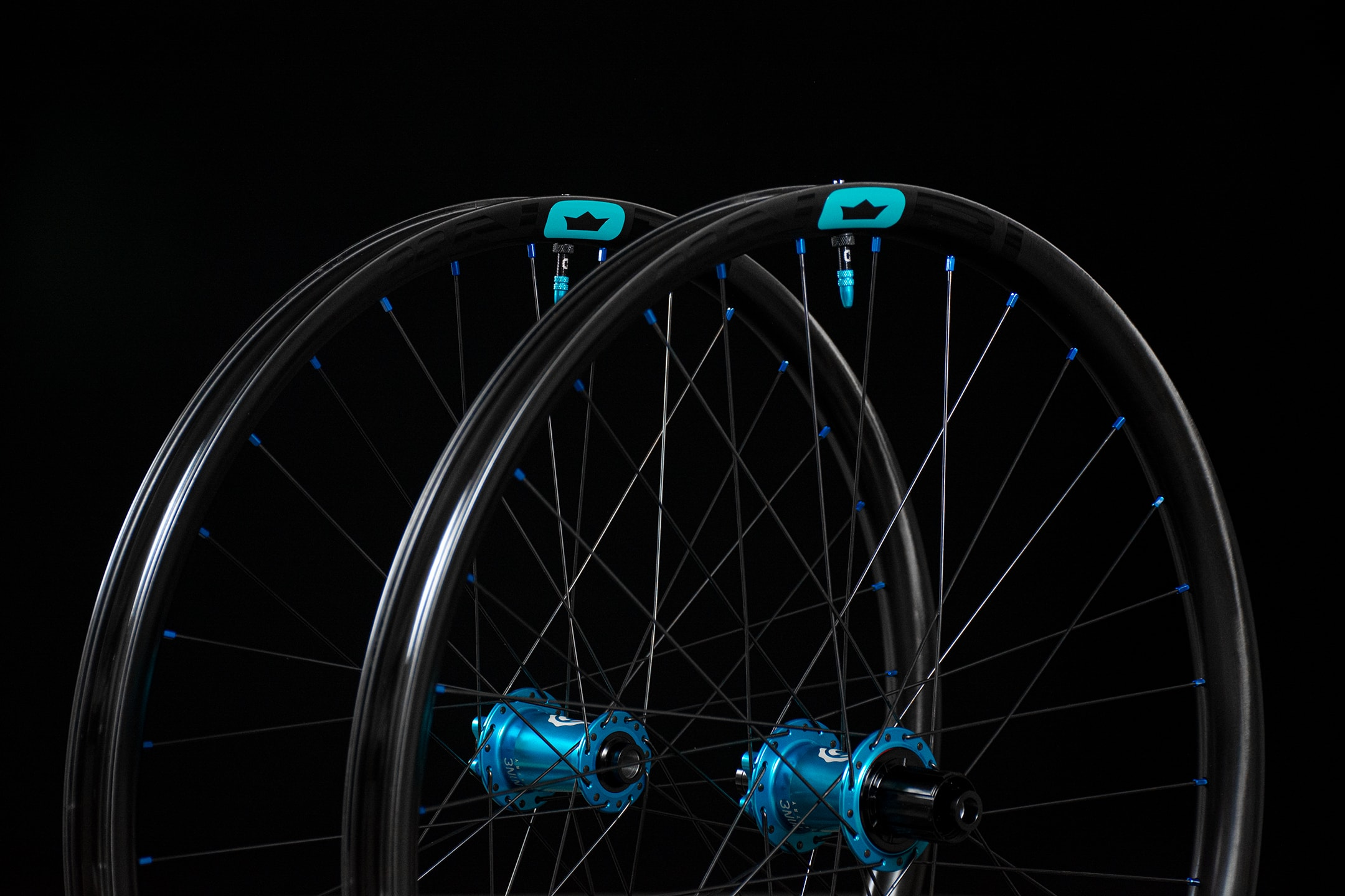 NOBL_TR36_I9-Wheelset_Crown-Decal_Best-Carbon-Wheels-copy